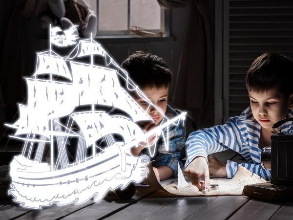 Wandtattoo - leuchtendes Piratenschiff / Geisterschiff